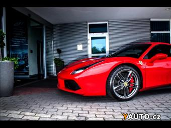Prodám Ferrari 488 GTB Alcantara, karbon Race seda