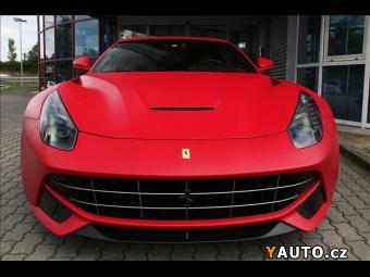 Prodám Ferrari F12 Berlinetta 7letý servisní paket Speciáln