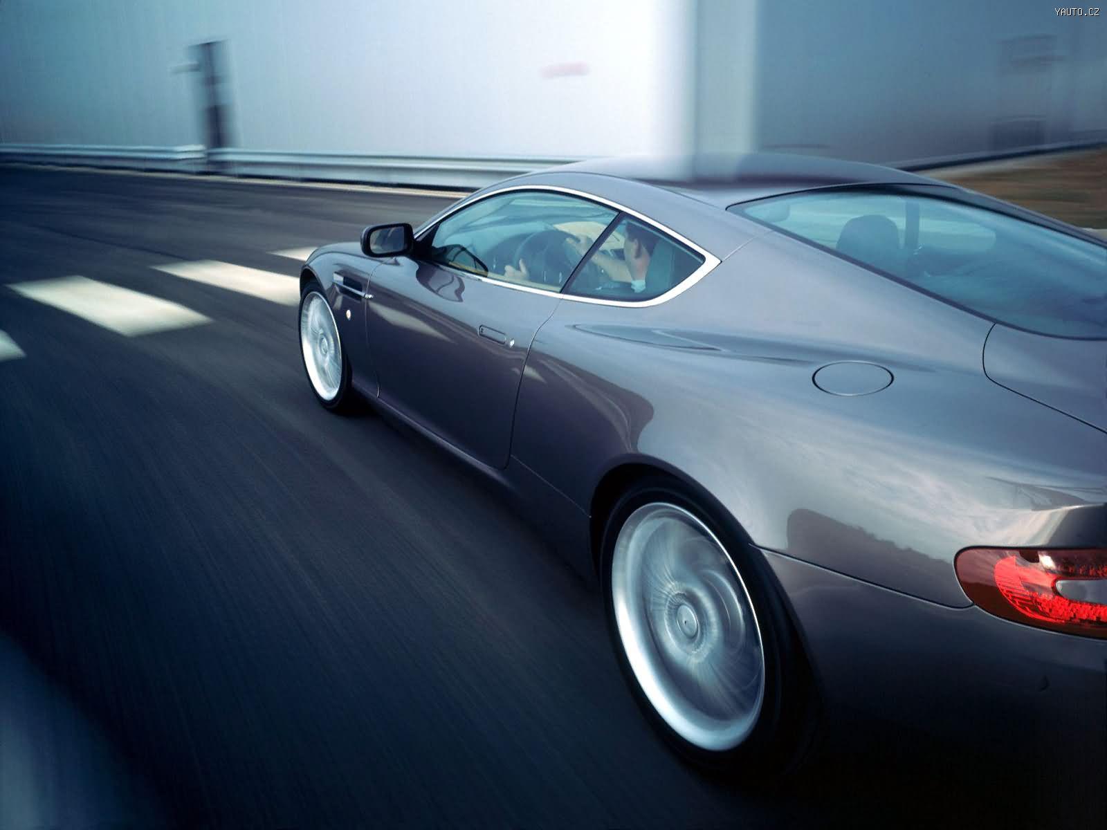 синий автомобиль Aston Martin  № 2593907 без смс