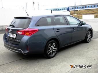Prodám Toyota Auris HYBRID NAVI TEMPOMAT DPH