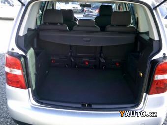 Prodám Volkswagen Touran 1,6 FSi Highline