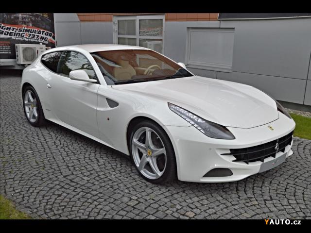 Prodám Ferrari FF Větrané sedačky, Bílá kůže
