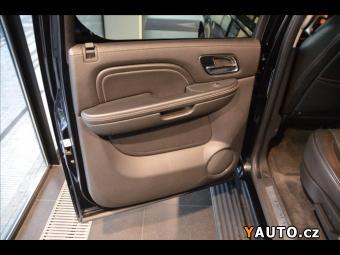 Prodám Cadillac Escalade 6,2 6.2 V8 PLATINUM, TV vzadu, 7