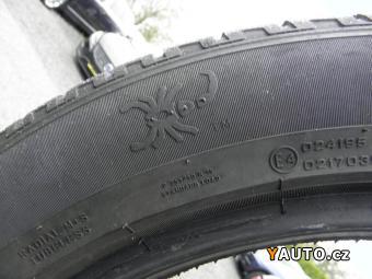 Prodám Mercedes-Benz 255, 50 R19 sada zimních pneu