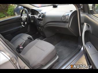 Prodám Chevrolet Aveo 1,2 el. okna, servo, radio