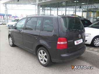 Prodám Volkswagen Touran 2,0 TDI Match DSG 7 míst 1. maj
